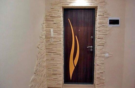 Как выбрать входные железные двери в квартиру