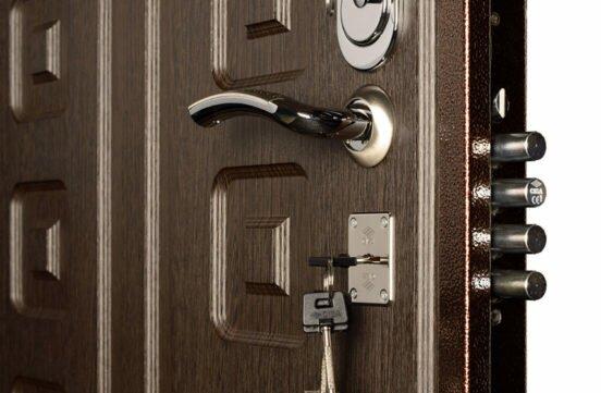 Сколько весит входная металлическая дверь