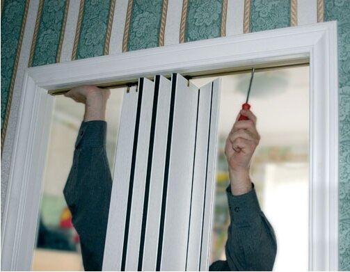 Установка межкомнатной двери-гармошка своими руками видео