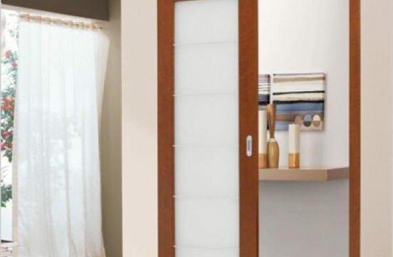 Стеклянная раздвижная дверь в ванную
