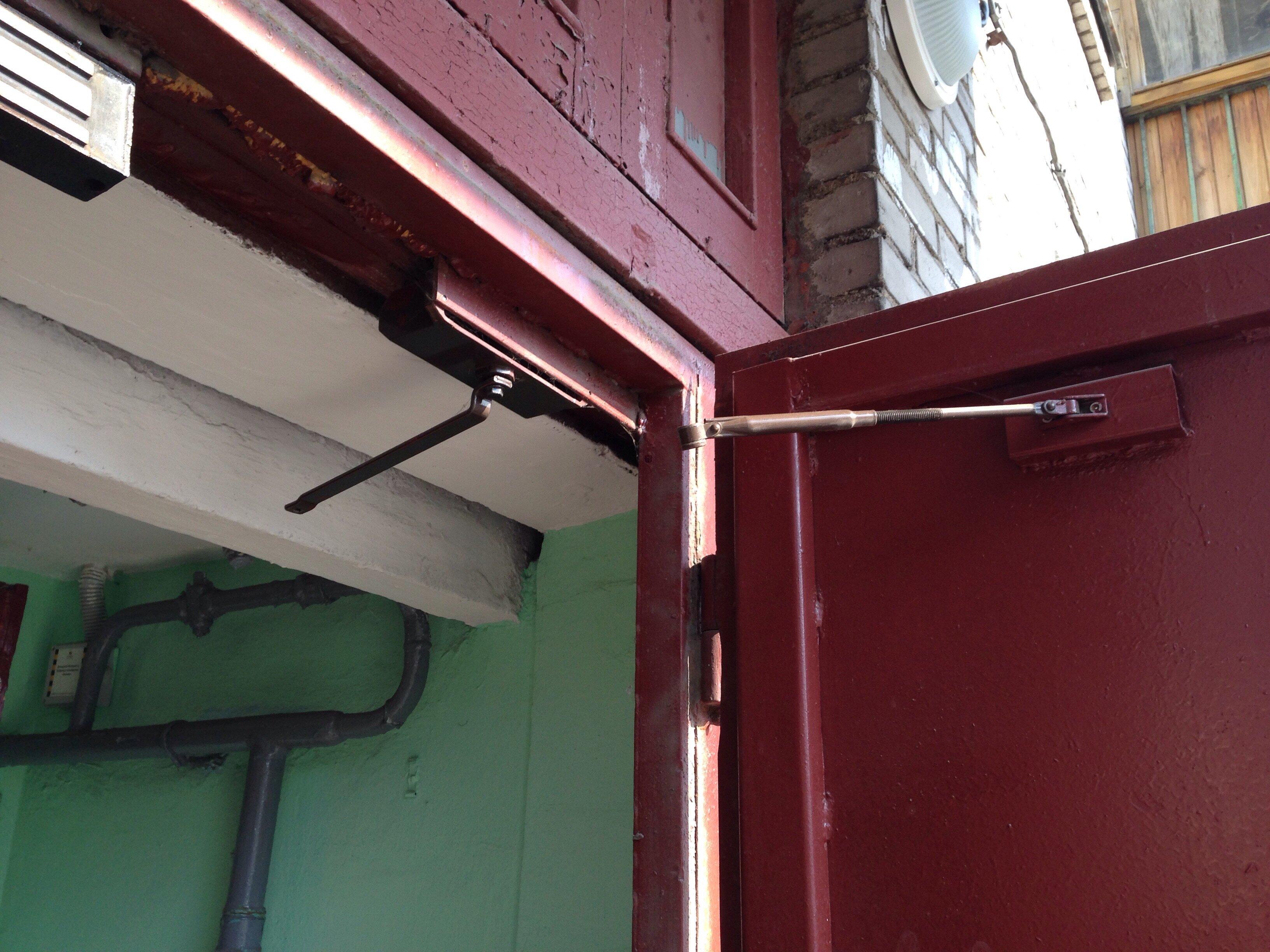 Ремонт доводчика двери своими руками вытекло масло