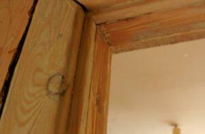 Как крепить наличники на межкомнатные двери самому
