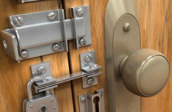 Как поменять внутренности дверного замка
