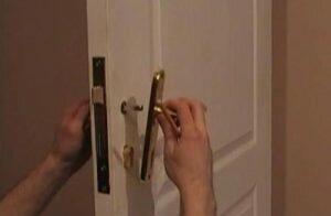 Как заменить ручку на входной двери