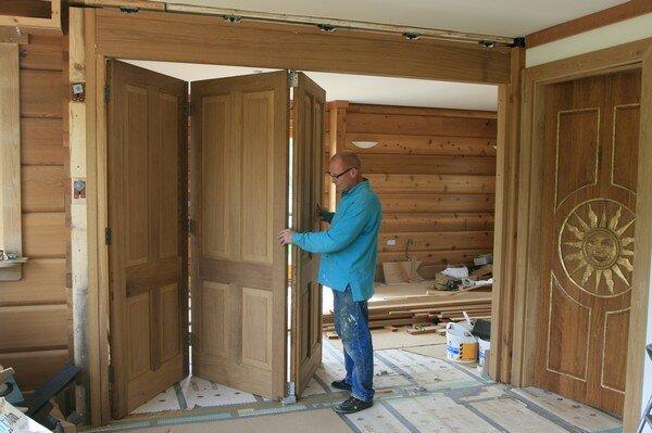ustanovka-dveri-garmoshka